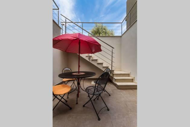 ac3b2557_original terrazzina ombrellone e scala e vista alto